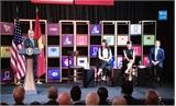 Tổng thống Obama nhắn nhủ doanh nhân trẻ Việt Nam 'mơ giấc mơ lớn'!