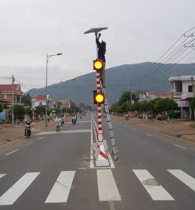 lắp đặt, cột đèn, giao thông,  sử dụng, năng lượng mặt trời