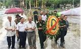 Viếng liệt sĩ tại Nghĩa trang Quốc tế Việt - Lào