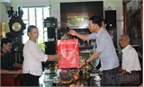 Phó Chủ tịch UBND tỉnh Lê Ánh Dương thăm, tặng quà người có công