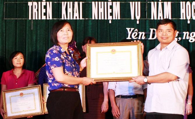 Yên Dũng: Khen thưởng 72  tập thể, cá nhân có thành tích về giáo dục và BHYT học sinh
