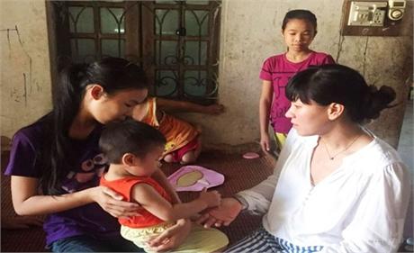 Các cháu mồ côi ở xã Mai Đình tiếp tục được giúp đỡ