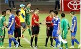 Cựu tuyển thủ Việt Nam bị treo giò năm trận vì xúc phạm trọng tài