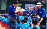 Đoàn Các cơ quan tỉnh  Bắc Giang:  Tổ chức chương trình 'Cùng bước chân em tới trường'