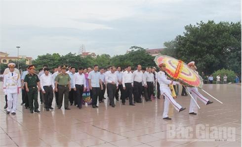 Bắc Giang: Các đồng chí lãnh đạo tỉnh dâng hương tưởng niệm các Anh hùng liệt sĩ