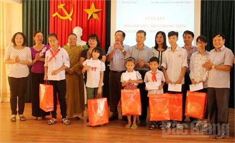 Ký kết thực hiện chương trình 'Chắp cánh ước mơ' cho trẻ em nghèo