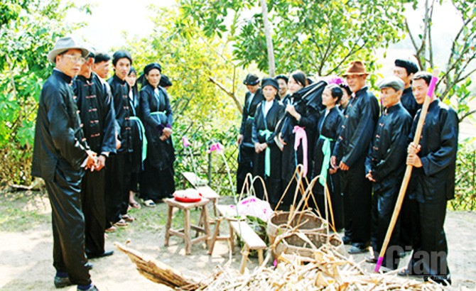 Tục rửa cày bừa,  cầu mùa, bội thu, Sán Dìu, Bắc Giang