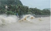 Bão Megi gió giật cấp 17, gây sóng lớn dữ dội trên biển