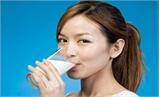 Uống sữa buổi tối dễ gây sỏi thận