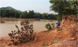 Khai thác đất, cát trái phép: Phá nát bãi bờ, đồng ruộng