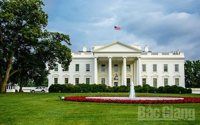 Cuộc đua vào Nhà Trắng, lợi thế, những bất ngờ thú vị