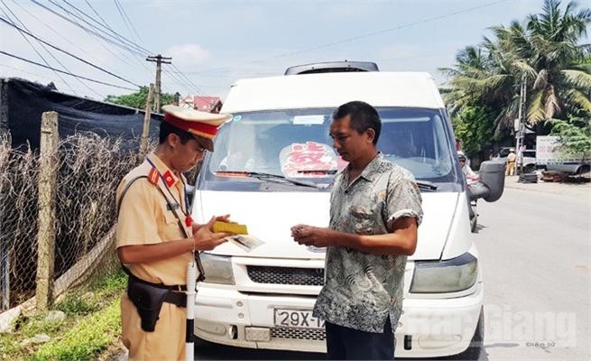 Tăng cường bảo đảm an toàn giao thông dịp cuối năm