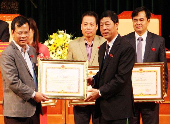 Bế mạc kỳ họp thứ 2, HĐND tỉnh Bắc Giang khoá XVIII
