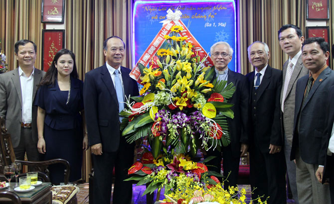 Vice Standing Secretary of provincial Party Committee Than Van Khoa visits Bac Ninh Diocese