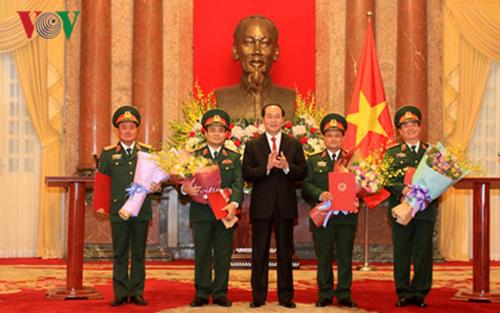 Chủ tịch nước, trao Quyết định, thăng hàm, sĩ quan, quân đội