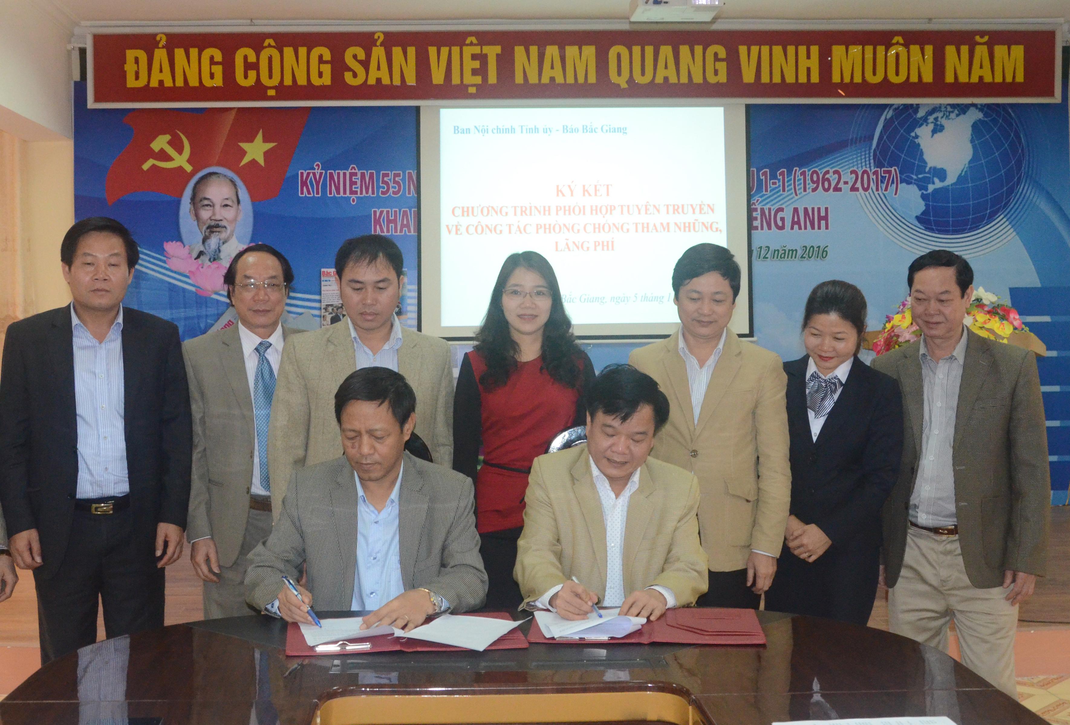 Ban Nội chính Tỉnh ủy - Báo Bắc Giang ký kết tuyên truyền về phòng chống tham nhũng, lãng phí