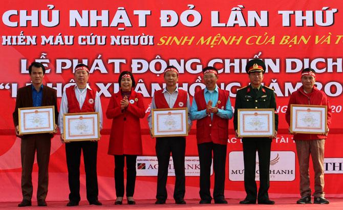 """Ngày """"Chủ nhật đỏ"""", năm 2017, tiếp nhận, 356 đơn vị máu, an toàn"""