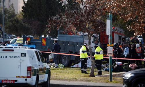Xe tải, lao vào, binh sĩ, Israel, gần 20 người, thương vong