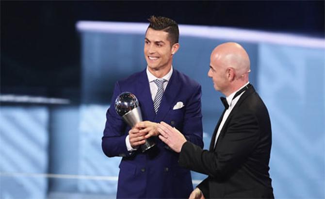 Ronaldo, giành giải, Cầu thủ, hay nhất, FIFA, 2016