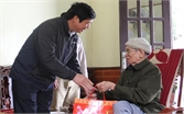 Tặng quà Tết gia đình có công tại xã Bích Sơn