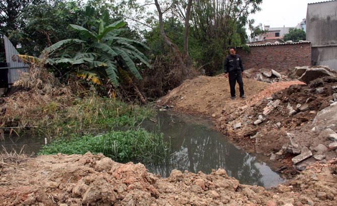 Chặn đường thoát nước thải ở thôn Hoàng Mai 3, xã Hoàng Ninh (Việt Yên): Xã, thôn có đùn đẩy trách nhiệm ?