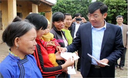 Bắc Giang: Tặng quà Tết gia đình chính sách, hộ nghèo tại một số địa phương