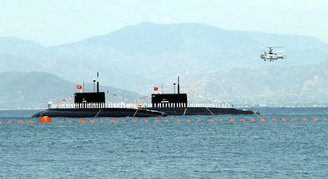 Giữa ầm ào, sóng gió, đại dương, Lữ đoàn, Tàu ngầm 189