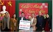 Chủ tịch UBND tỉnh Nguyễn Văn Linh trao quà Tết cho hộ nghèo huyện Tân Yên và Việt Yên