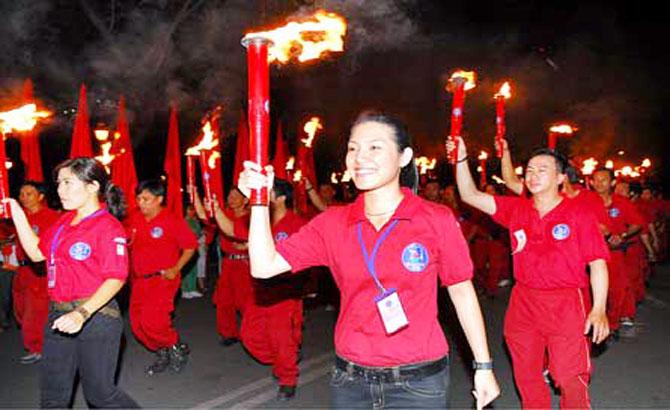 Ngọn lửa thiêng, tuổi trẻ, đồng bào, dân tộc