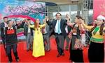 President joins Spring festival of ethnic groups