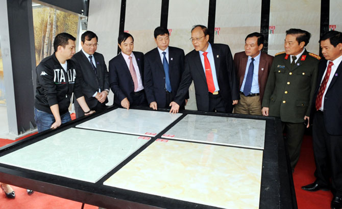 Bac Giang inaugurates Thach Ban granite tile plant