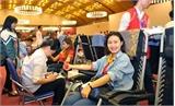 Đông đảo bạn trẻ hiến máu trong Lễ hội Xuân hồng 2017