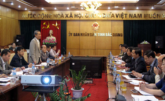 Transport minister works with Bac Giang leaders