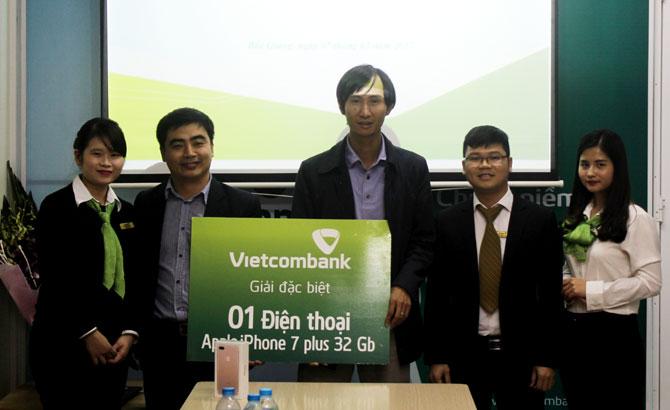 """Vietcombank Bắc Giang, Trao giải, chương trình,  khuyến mại,  """"Tất niên mua sắm – Tân niên nhận quà"""""""