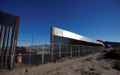 Mỹ,  yêu cầu, về việc, xây dựng, bức tường, biên giới, Mexico