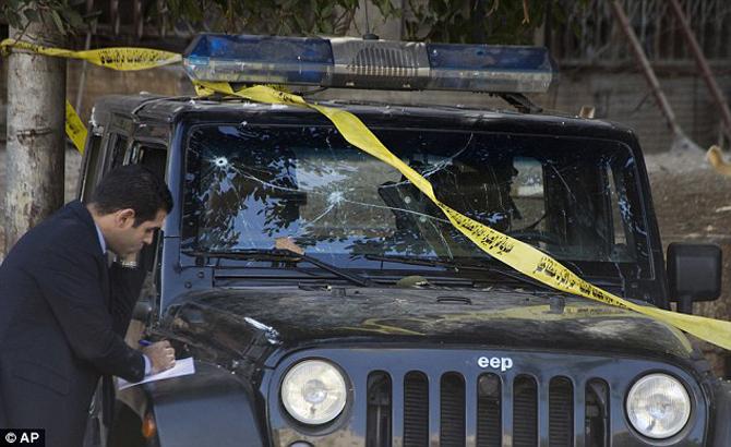 Nam thanh niên, lái xe, đâm thẳng, cổng Nhà Trắng