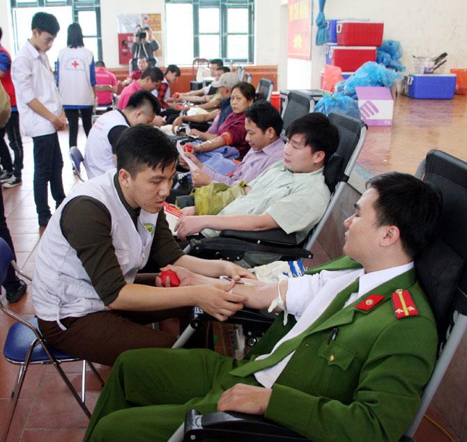 Sôi nổi, ngày hội, hiến máu, tình nguyện