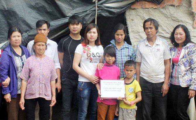 Hội Bảo vệ quyền trẻ em , Trao quà, học bổng, trẻ em nghèo