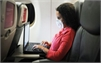 Anh cấm mang laptop, máy tính bảng lên máy bay