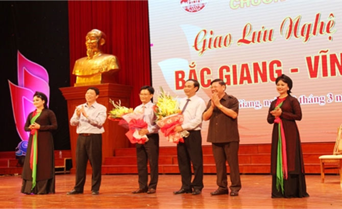 Bac Giang-Vinh Long art exchange:  Southern folk music, love duet singing, ceremonial singing charm audiences