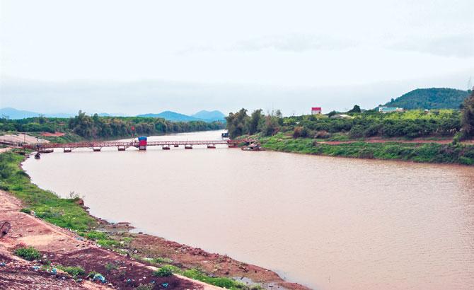 Người sửa thuyền và  kho huyền tích bên sông Lục