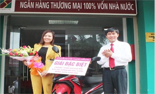 Trao thưởng chương trình khuyến mại kiều hối mừng Xuân Đinh Dậu