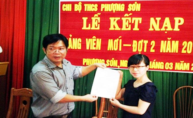 Lục Ngạn kết nạp 60 đảng viên mới