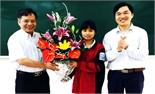 Báo Bắc Giang trao học bổng cho học sinh nghèo vượt khó