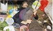 Hơn 30 năm nằm liệt giường không người thân chăm sóc