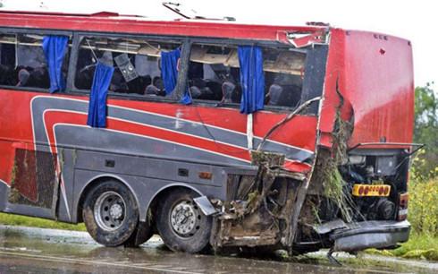 Tai nạn, xe buýt, kinh hoàng, Ấn Độ, 44 người, thiệt mạng