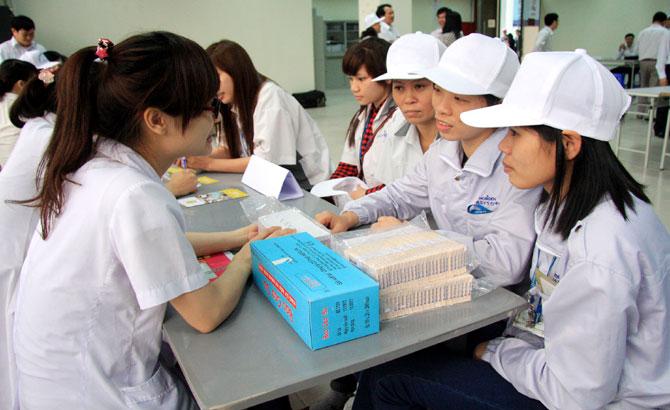 Tạo thuận lợi, cho công nhân, tiếp cận, dịch vụ, chăm sóc,  sức khỏe, sinh sản