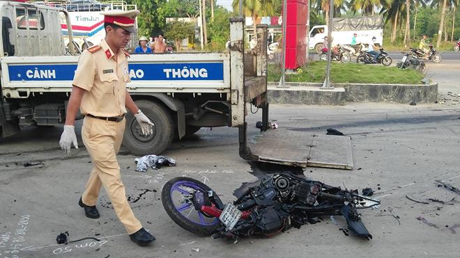 Đôi nam nữ bị xe tải cán tử vong trên đường về ra mắt gia đình