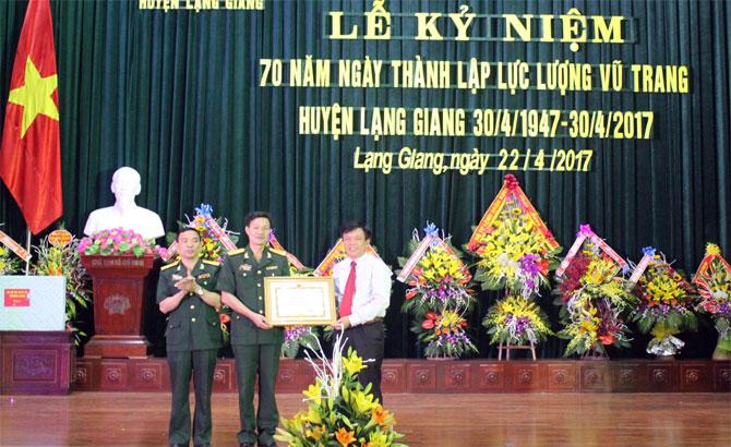 Lạng Giang kỷ niệm 70 năm ngày thành lập lực lượng vũ trang huyện