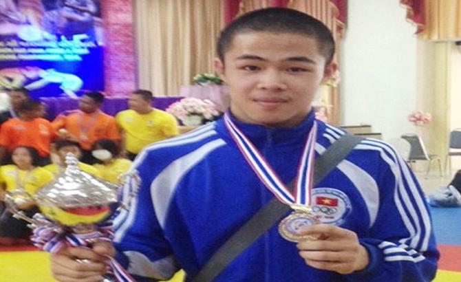 Đào Duy Hưởng giành HCV giải vô địch vật các nhóm tuổi Đông Nam Á
